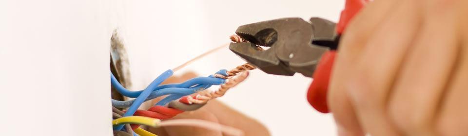 Knippen van elektra kabels